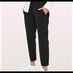 "EUC LULULEMON ""on the fly"" pants size 6"